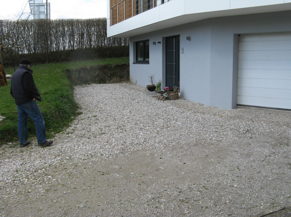 Gestaltung des Eingangbereiches und der Zufahrt bei Familie Litzllachner